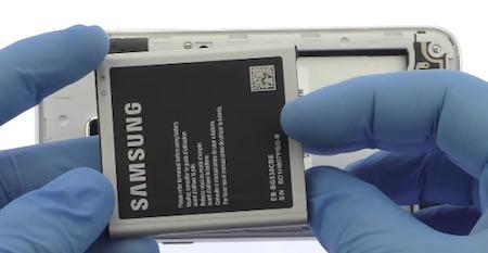 Ремонт замена стекла экрана дисплея Samsung Galaxy Samsung Galaxy J3 2016 J320