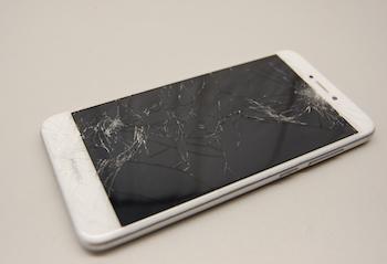 Разбитое стекло Huawei P8 Lite